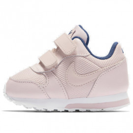 حذاء رياضي للاولاد باللون الابيض من ماركة نايك
