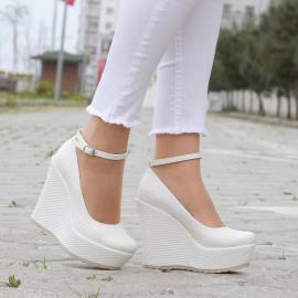 حذاء للعروس من ماركة (مس جينا) مزين بنقط 12 سم