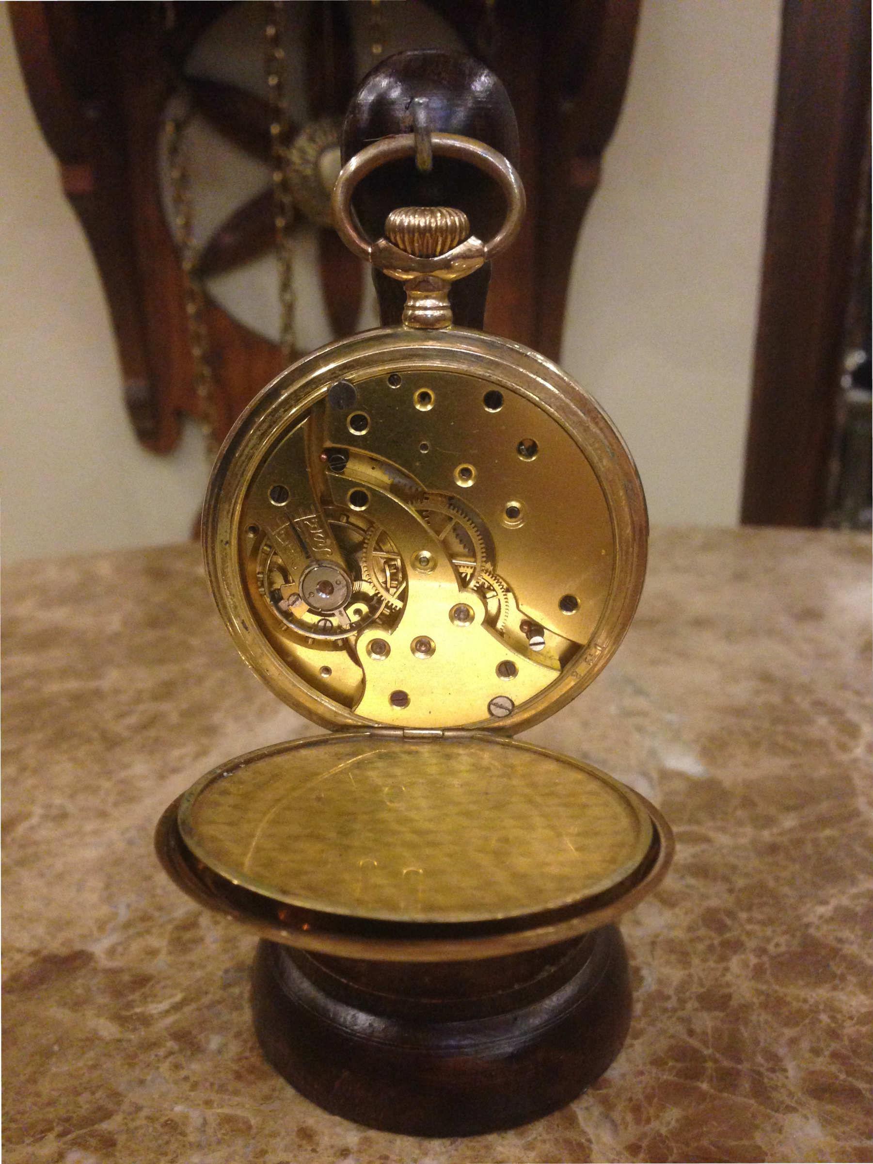 ساعة جيب مطلية بالذهب